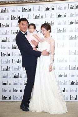 孫樂欣、鍾欣怡婚前記者會 攜女兒亮相