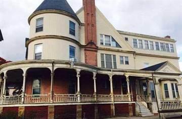 豪宅售價不到3萬美元 但買家必須接受這個奇葩條件!