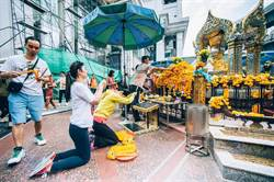 曼谷爆炸案平息 四面佛依舊香火鼎盛