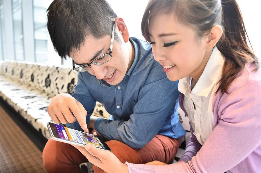 YZ世代跨螢行為當道!App使用時間首度超越電視成主流媒體。(Yahoo奇摩提供)