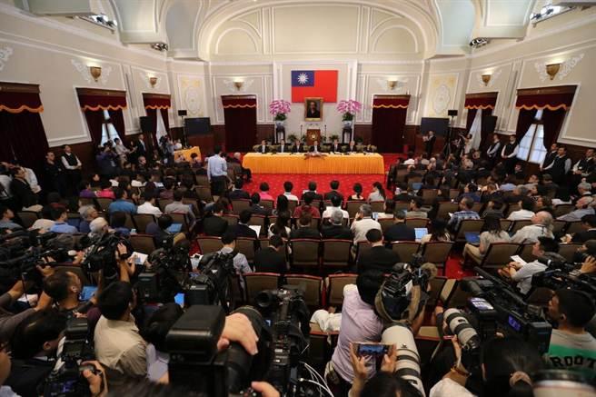 馬英九總統今日召開國際記者會,說明周六馬習會有五大特色。(黃世麒攝)
