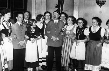 臨刑前小女孩拉著納粹士兵說的一句話 納粹居然流淚了!