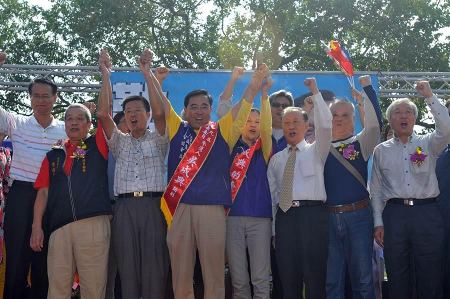吳成典搶先成立競選總部,邁向重返國會之路。(李金生攝)