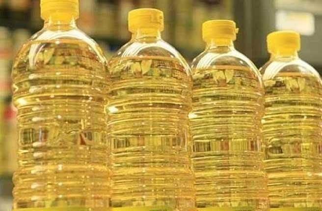 科學家稱,用玉米油或葵花籽油等植物油做飯,可能導致包括癌症在內的多種疾病。(圖/新華網)