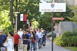創辦人靠蓄奴致富 哈佛法學院學生要求換院徽