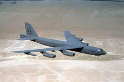 美B52飛臨南海中國人工島