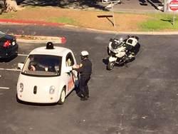 Google自動駕駛汽車速度太慢遭警方攔下