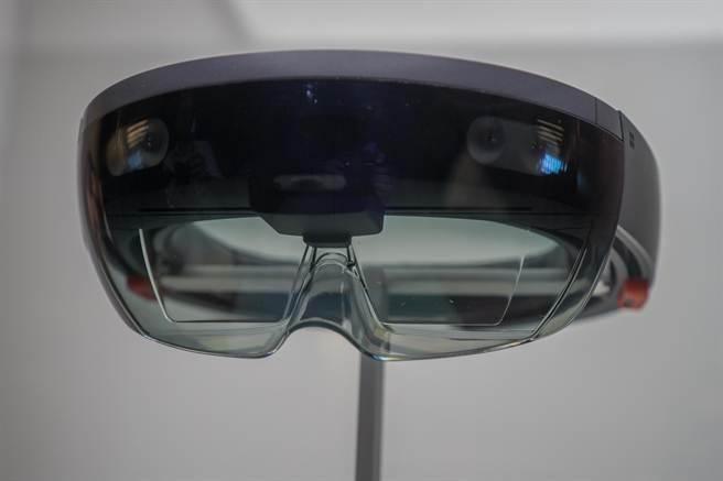 華碩可能效法微軟,推出一款類似Hololens的AR眼鏡,而且可能在2016年上市。(取自CENT)