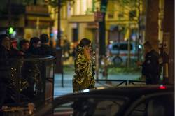 生還者:恐怖份子守在劇院緊急出口 射殺人群
