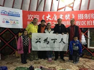 黃曉明送暖 冰天雪地中助養兩孩童
