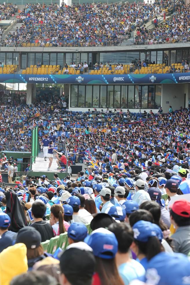 中華對戰波多黎各,是晉級重要一役,洲際棒球場幾近滿座。(黃國峰攝)