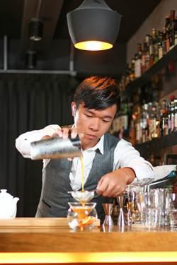 國際調酒師邱建豪 唐寧茶調飲大賽獲優選
