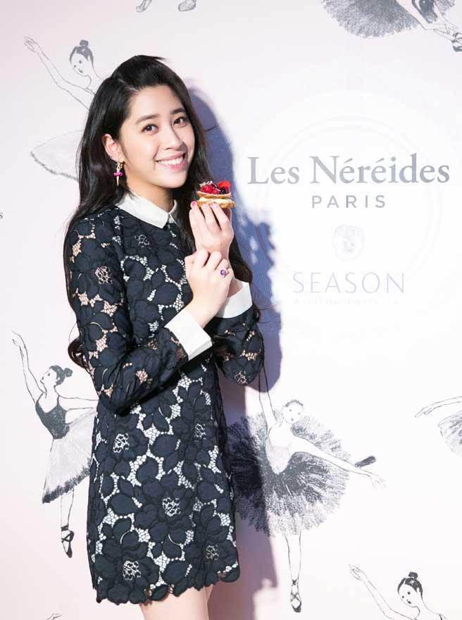 歐陽妮妮昨在代言活動中,大啖她最愛的法式甜點。 (惇聚國際提供)