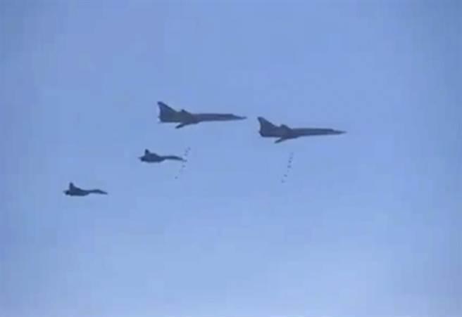 俄空軍17日已出動圖-22M5等戰略轟炸機對敘利亞的IS武裝份子發射巡弋導彈。(美聯社)