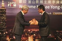 釜山影展主席訪台 文化局長頒贈成就獎