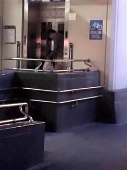 捷運電梯外活春宮 到案男女:情不自禁