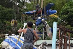 失事凌天直升機殘骸 吊掛出山林
