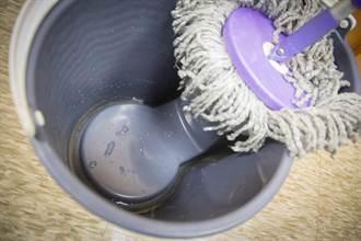 「好神拖」水桶滋生孑孓 成登革熱防疫漏洞