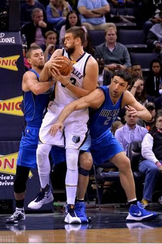 NBA》老將帶槍投靠 勇士組豪華先發陣容