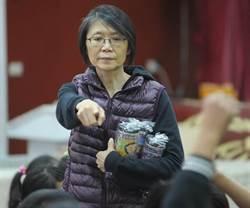 周美青化身阿姨 為瑞濱國小學童講故事
