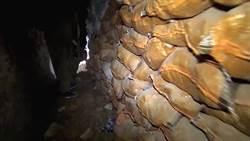 影片直擊! IS地下巢穴曝光 散落子彈、可蘭經