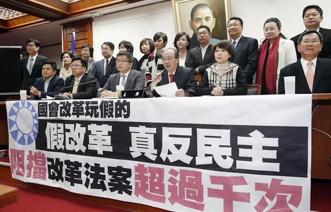 國會改革案協商後,民進黨團舉行記者會回擊王金平聲明。(姚志平攝)