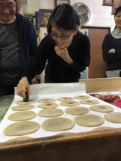 酷酷嫂台南輕旅行 攜女兒百年餅舖玩製餅
