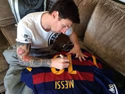 友誼長存 梅西送巴薩10號球衣給羅納狄紐