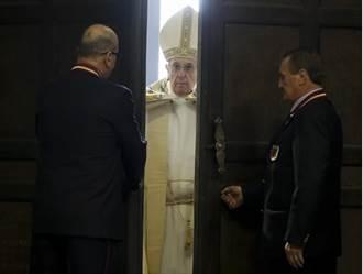 圖輯:梵蒂岡開聖門