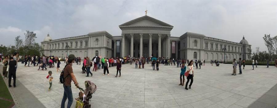 台南奇美博物館榮登Facebook台灣地區12015年度最夯打卡地點冠軍。(圖/黃慧雯攝)
