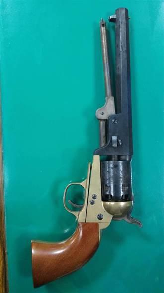 男子住院 竟藏仿南北戰爭古董槍
