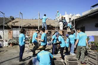 幫中風獨居者修漏屋 熱血義工還自備材料