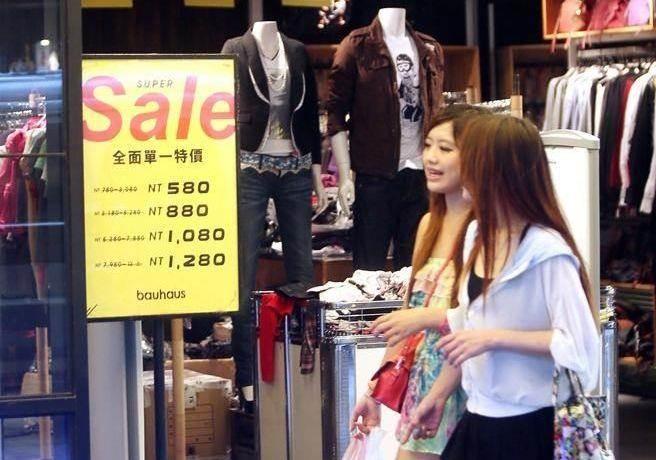 台灣社會受僱人員所分享的GDP降低了,而受僱人員占就業人數的比重,卻由1995年的69.2%升至2014年的78.9%。(本報系資料照)