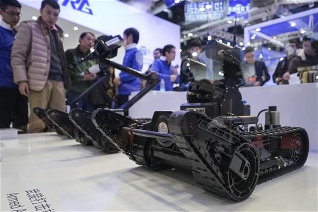 圖為哈工大特種機器人11月23日亮相「2015世界機器人大會」的資料照。(圖/中新社)