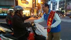 高市立委參選人黃柏霖 不畏低溫街頭拜票