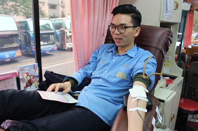 竹林中學12月舉辦校慶系列活動,今(18)日上午特地舉辦捐血活動。(葉書宏翻攝)