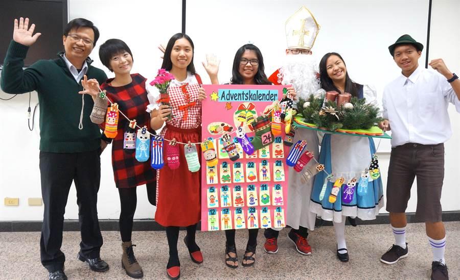 惠文高中開放學生選修第2外語,配合節慶,學生演出德國耶誕節,從生活中學德語,寓教於樂。(盧金足攝)