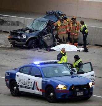 美德州灰狗巴士車禍 1死多傷