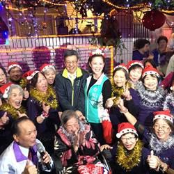 陳建仁另類輔選 唱聖誕歌、跳舞