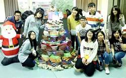 最溫暖的耶誕書 板橋高中陪讀學生創意用二手書慶耶誕