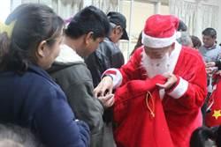 企業募800份禮物贈家扶受助童 圓耶誕夢
