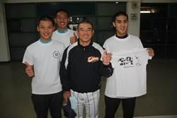 感謝球僮 愛媛教練重澤和史送T恤