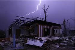美阿拉巴馬州龍捲風和暴風雨夾擊