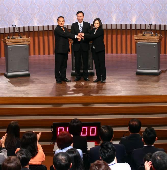 2016首場總統大選電視辯論27日在公共電視登場,備受矚目。(陳信翰攝)
