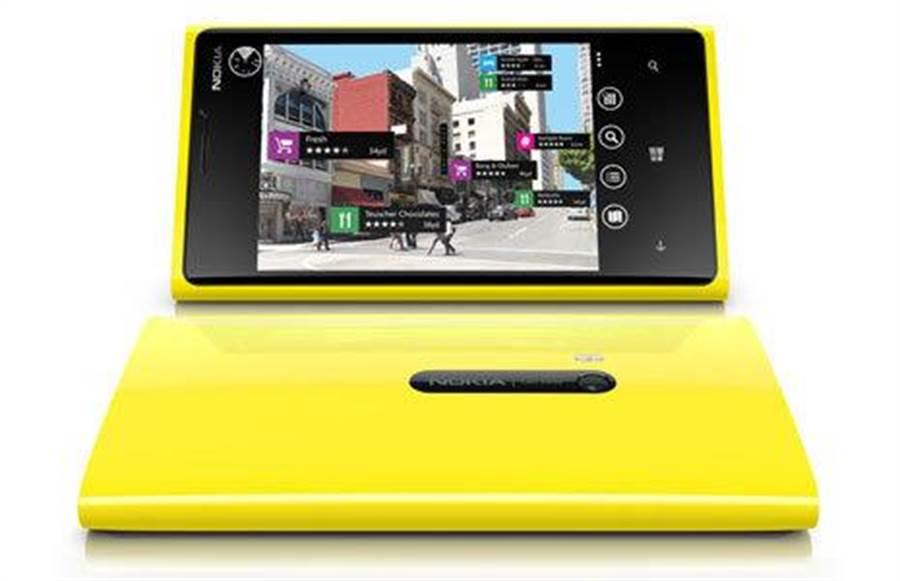 已走入歷史的Nokia Lumia 920手機。在2015年出廠的Lumia手機都不會再出現Nokia這一個品牌。(圖/翻攝微軟官網)
