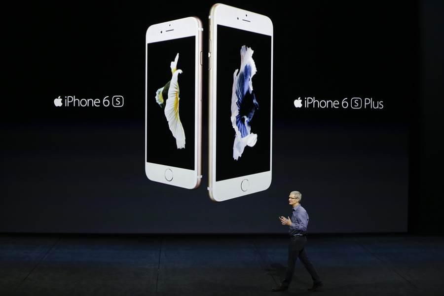 蘋果蘋果CEO Tim Cook在2015年9月份的發表會中開場。(圖/美聯社)