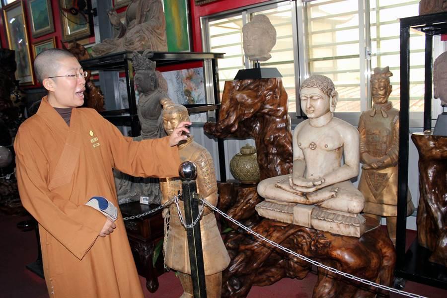 玄空法寺法宣住持表示,該寺文物館收藏有數百尊的古佛,是佛教信徒最愛參觀的場所。(黃文博攝)