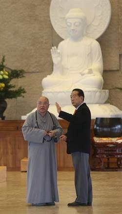 宋楚瑜參訪農禪寺 禮佛上香祈福