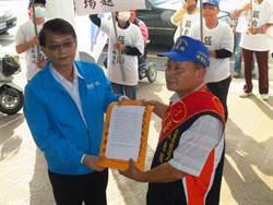 林德旺路過藍綠新營黨部 遞交區自治公開信
