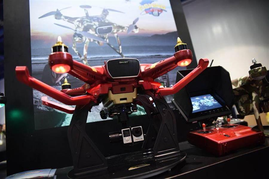 雷虎這次在美國拉斯維加斯的CES展,展示四軸空拍機,其造型與功能,相當搶眼。(圖/劉朱松)